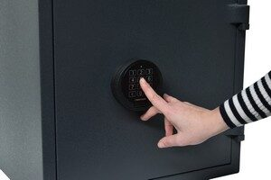 Safe with electronic lock